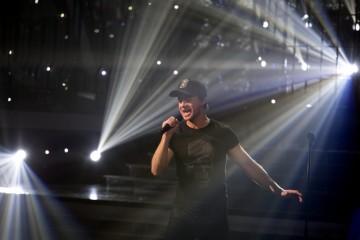 """Photo/Video. One to One: Enrique Iglesias – """"Hero"""""""