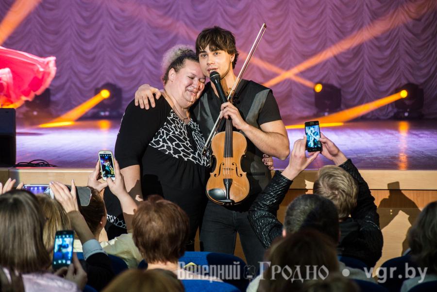 "Article: ""Rybak and MILKI met a full house"" – Concert in Grodno"
