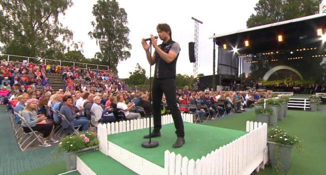 "Alexander performs ""I Came to Love You"" – Live in Allsang på Grensen"