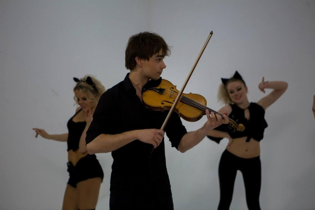 Alexander Rybak: It is a heaven to have a girlfriend, I can spar with