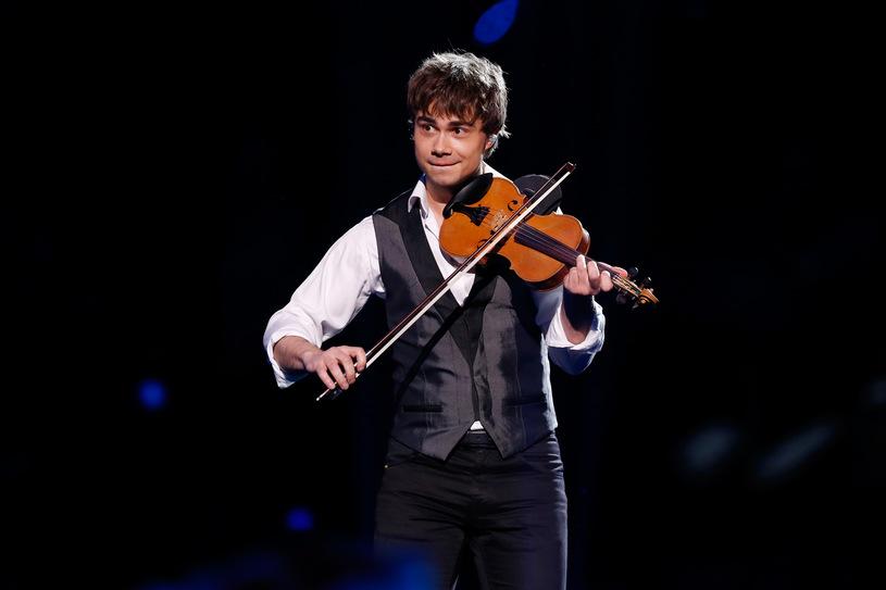 Alexander Rybak sings about Robert Lewandowski