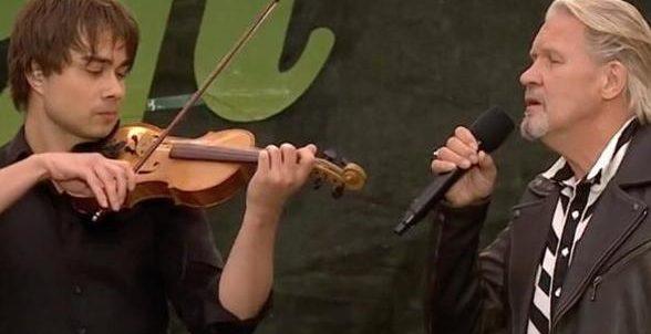 "Alexander Rybak & Johnny Logan – ""You Raise Me Up"" (Allsang på Grensen, TV2, 2017)"
