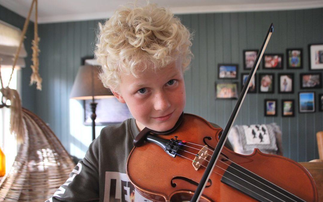 Fritidsnytt: Morten plays in popular performance