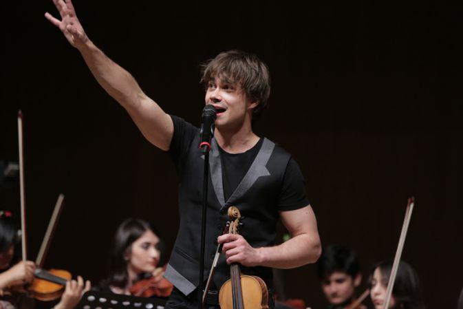 Photos : Concert at Heydar Aliyev Centre – Baku, Azerbaijan